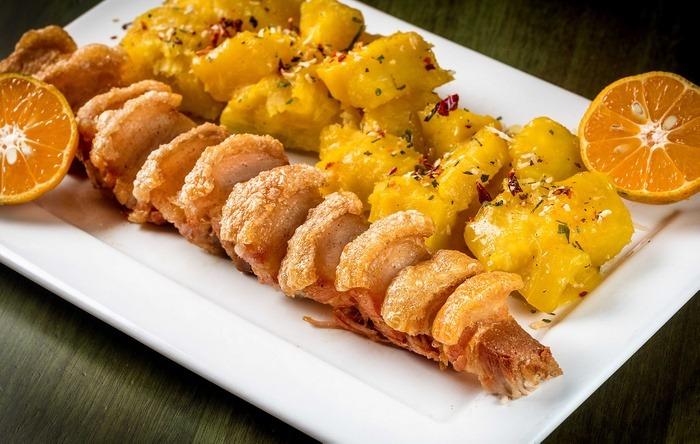 restaurante churrasqueira torresmão com mandioca filico