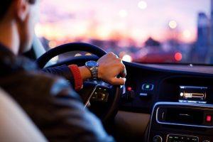 Financiamento de veículos seminovos crescem no Brasil e aumento nas vendas acendem o alerta para as taxas de juros abusivos