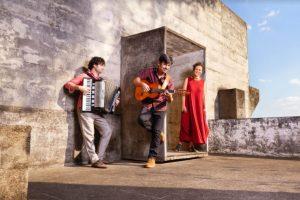 Música EMCASACOMSESC recebe os shows de Túlio Mourão, Yzalú e Conversa Ribeira