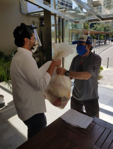 Bondinho Pão de Açúcar doa mais 3 toneladas de alimentos para guias de turismo do Rio